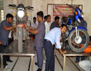 "Hands on  Training  in ""Two Wheeler Free Service Camp"", by Prof. T.Raja, organised by Dept of Mechanical Engg, on 13 - 17 Feb 2017"